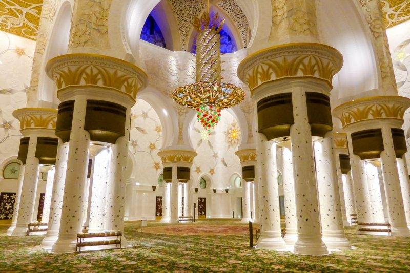 Kroonluchter in de Zayed Grand Mosque in Abu Dhabi, VAE