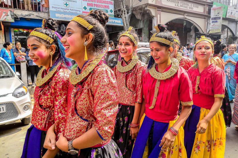 Meisjes tijdens Durga Puja in Kalimpong, India