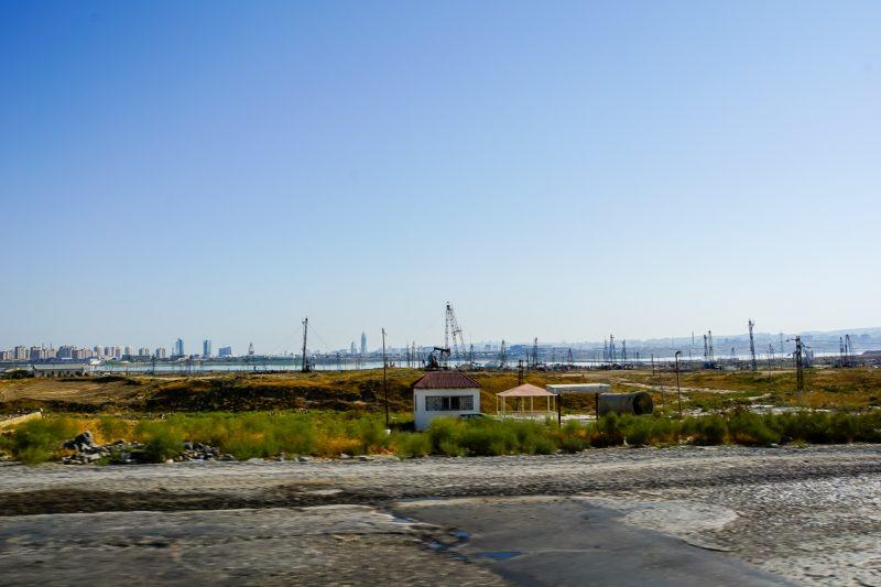 Olievelden buiten Baku, Azerbeidzjan
