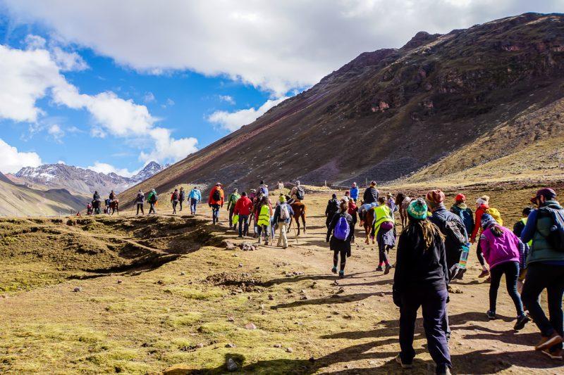 Op weg naar Rainbow Mountain Apu Vinicunca nabij Cuzco in Peru
