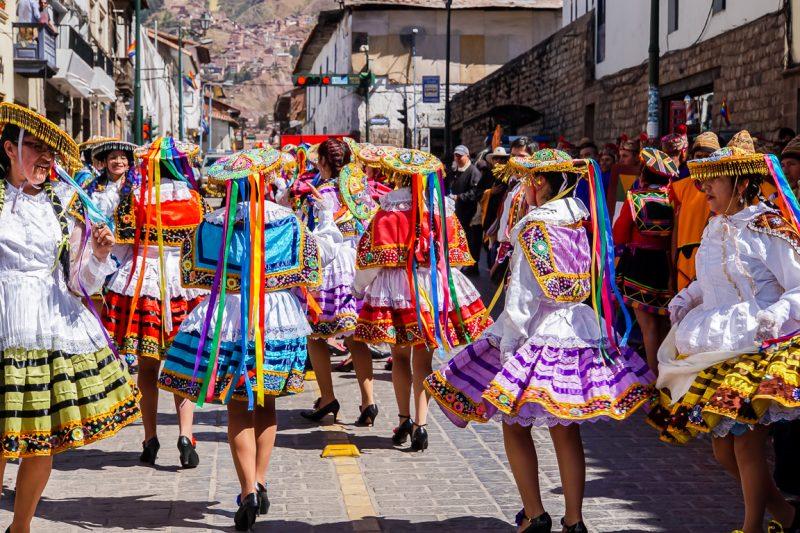 Optocht tijdens Inti Raymi in Cuzco, Peru