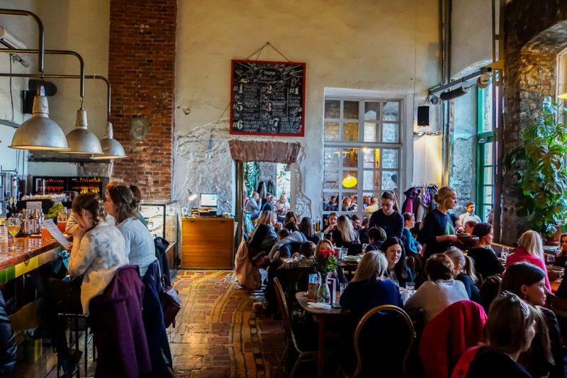 Restaurant F-Hoone Telliskivi in Tallinn, Estland