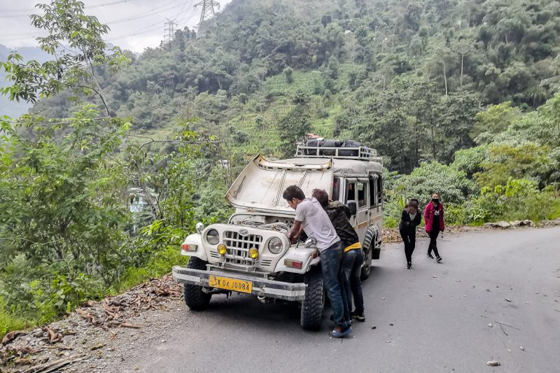 Shared taxi met pech in Sikkim, India