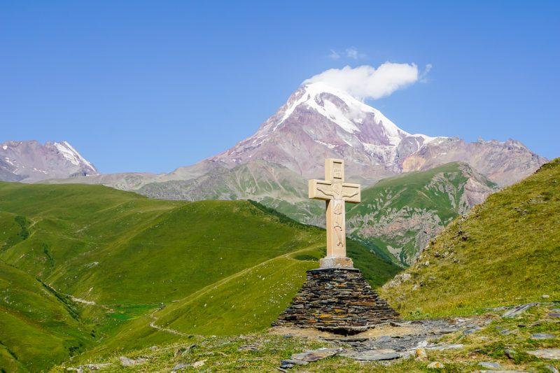 Uitzicht op Mt Kazbek in Kazbegi, Georgië