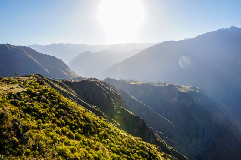 Uitzicht over Colca Canyon vanuit Achachiwa viewpoint, Peru